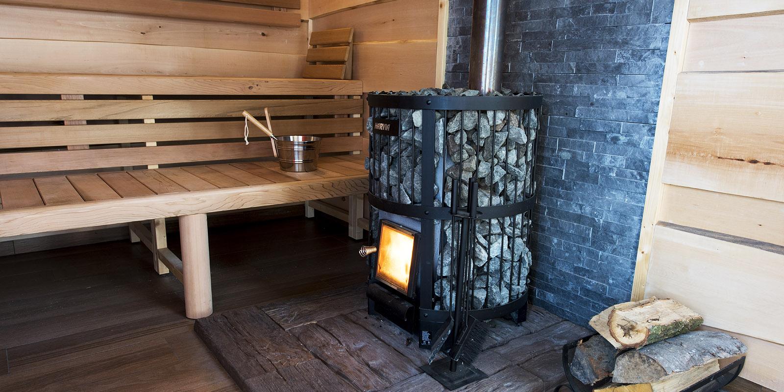 Venkovní sauna a roztopená kamna