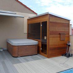 Sauna a vířivka na terase rodinného domu