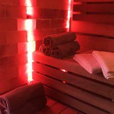 solná stěna v sauně Avalon