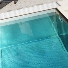 Nerezový bazén na zahradě