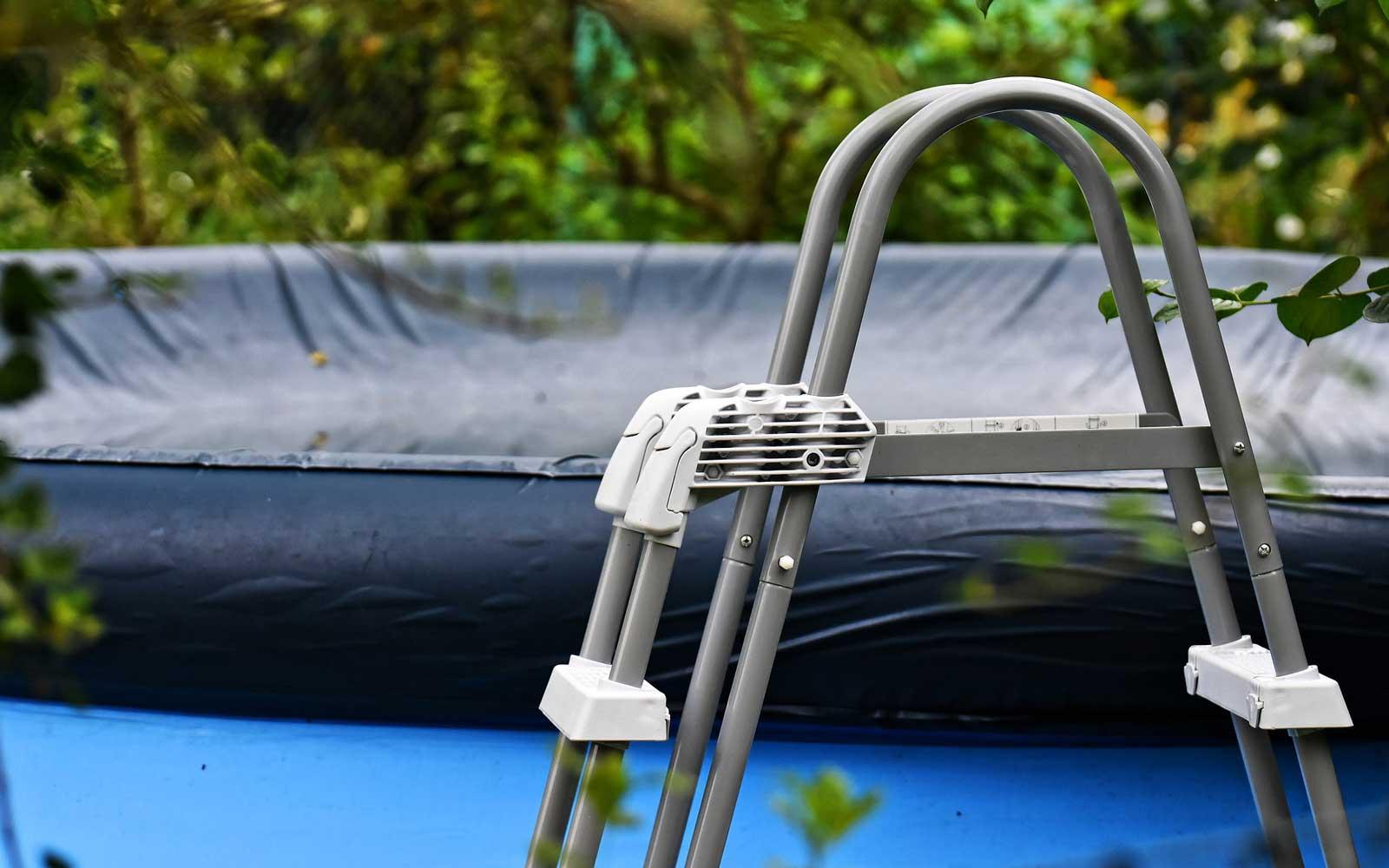 Bazén u vás na zahradě