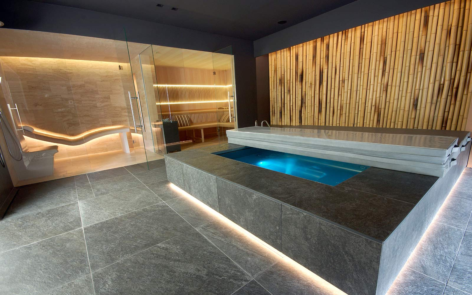 Sauna Future a tepidárium s vyhřívaným keramickým lehátkem