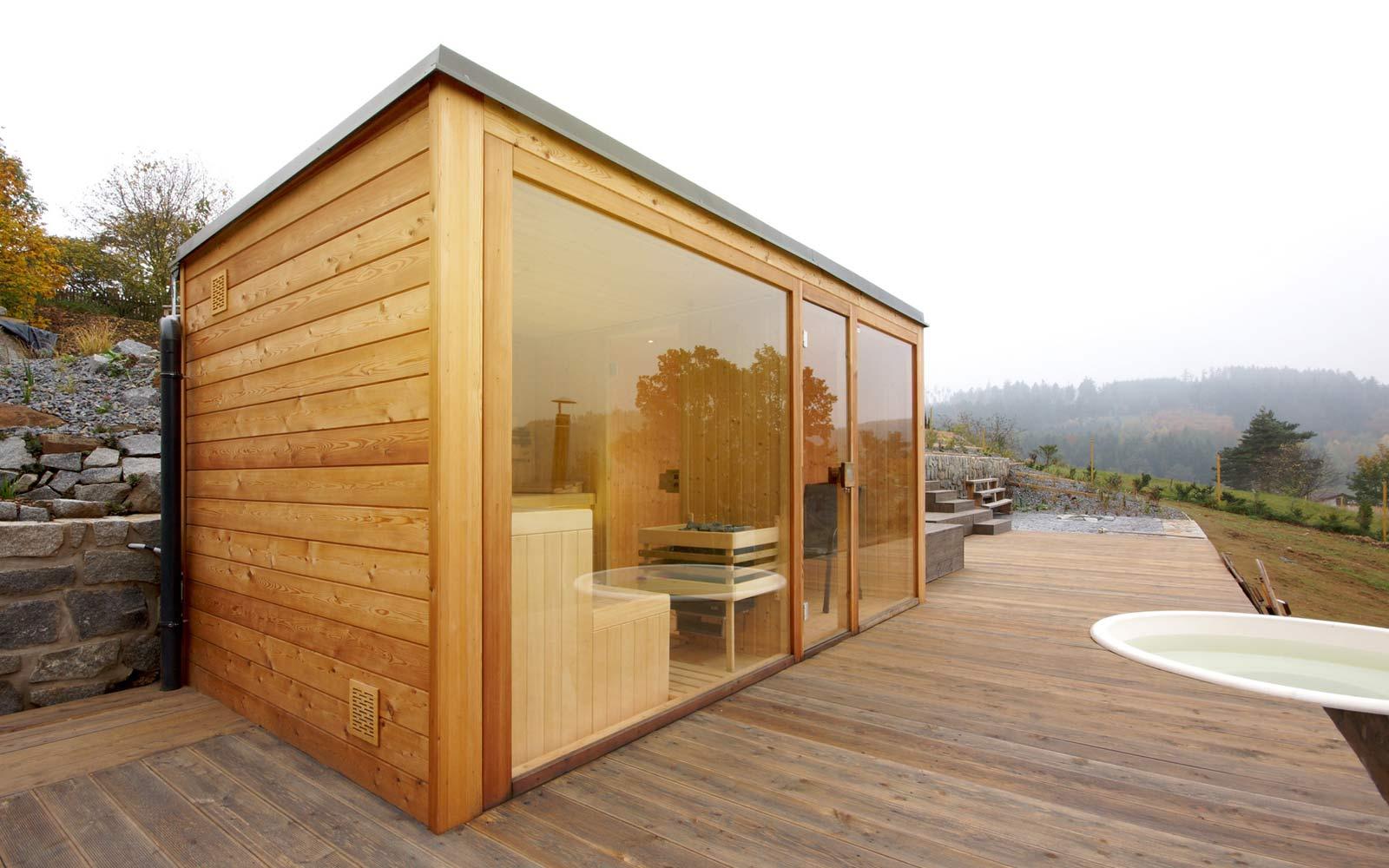 Sklo dává sauně luxusní vzhled a skvělý výhled do okolí