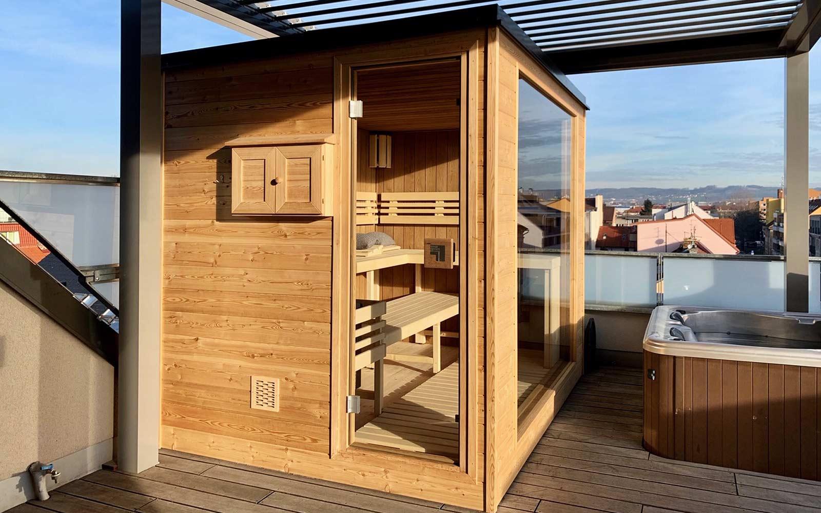Venkovní sauna i s vířivkou