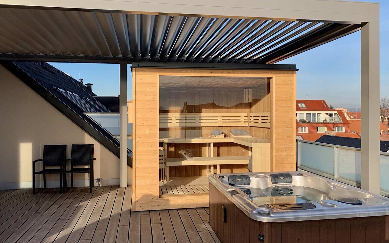 Finská sauna a whirlpool na střešní terase
